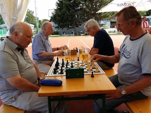 2017-06-10 Lonek gegen Kassier Hösch + Steiner gegen Friedl beim Training am KSV-Platz
