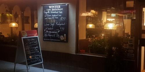 Cafe Restaurant Winter von außen