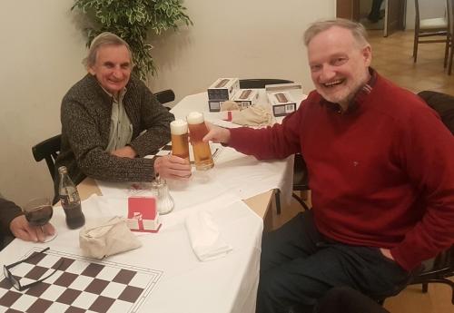 WSV-Präsident Pöcksteiner und Manfred Hoza vom Währinger Schachklub