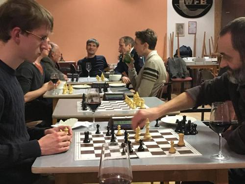 Frau Schach bei SK Ottakring in der Weihnachtsszeit